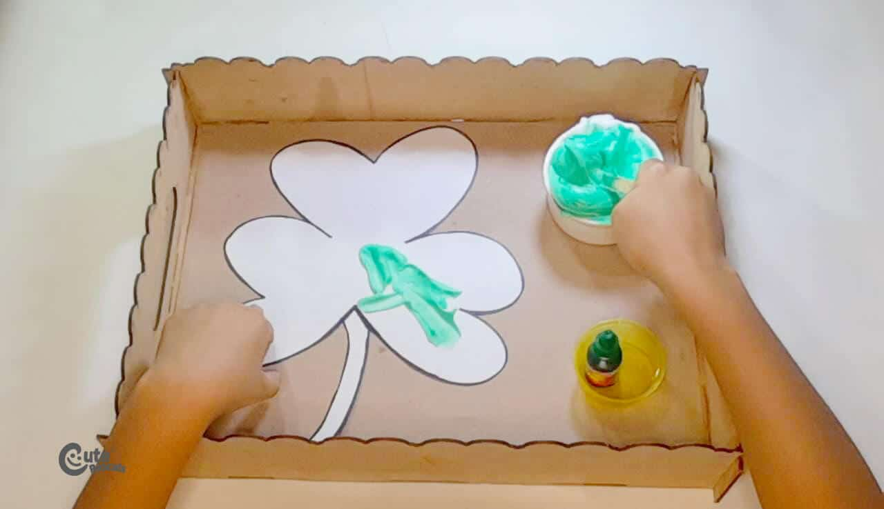 paint the clover printable with the popsicle stick. art idea for kids