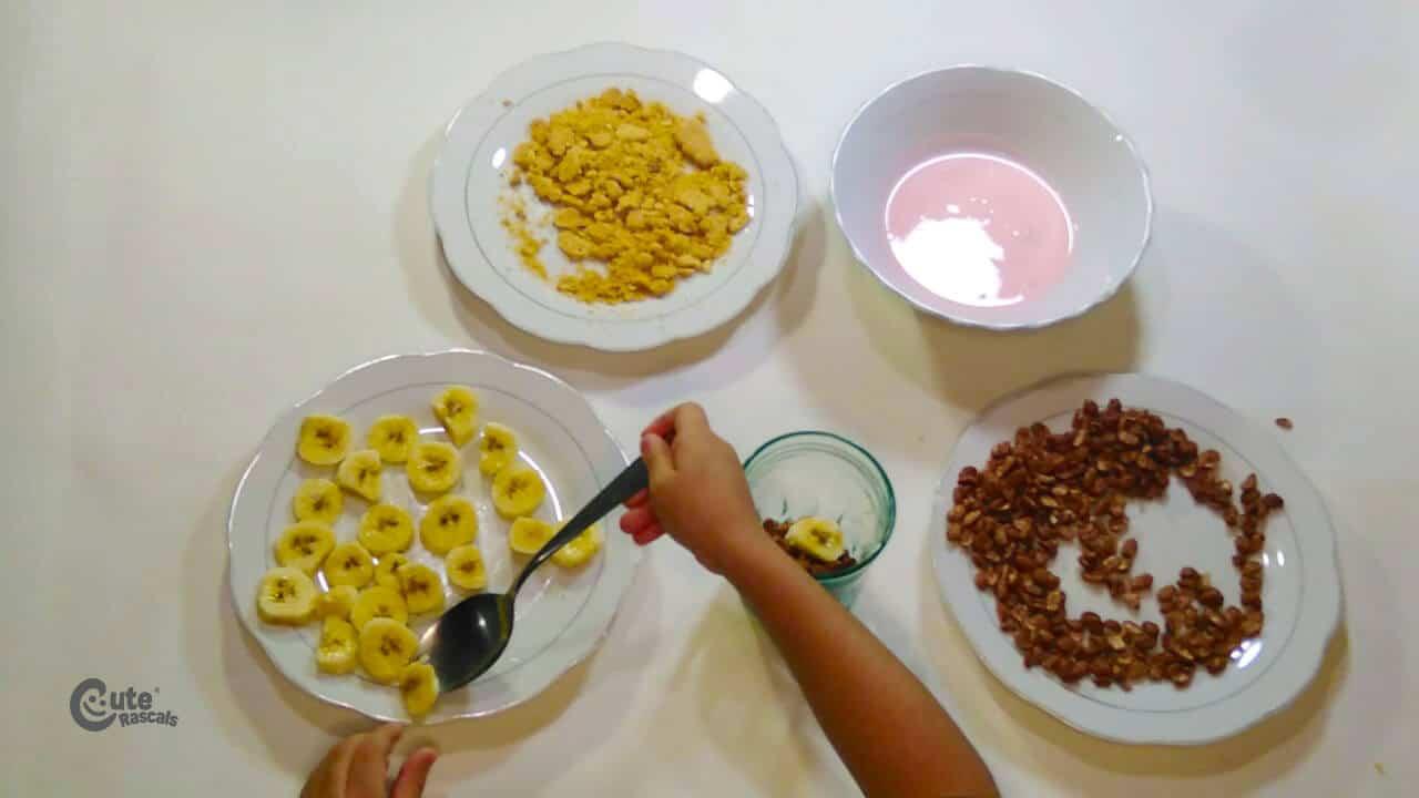 Add the sliced banana using a spoon