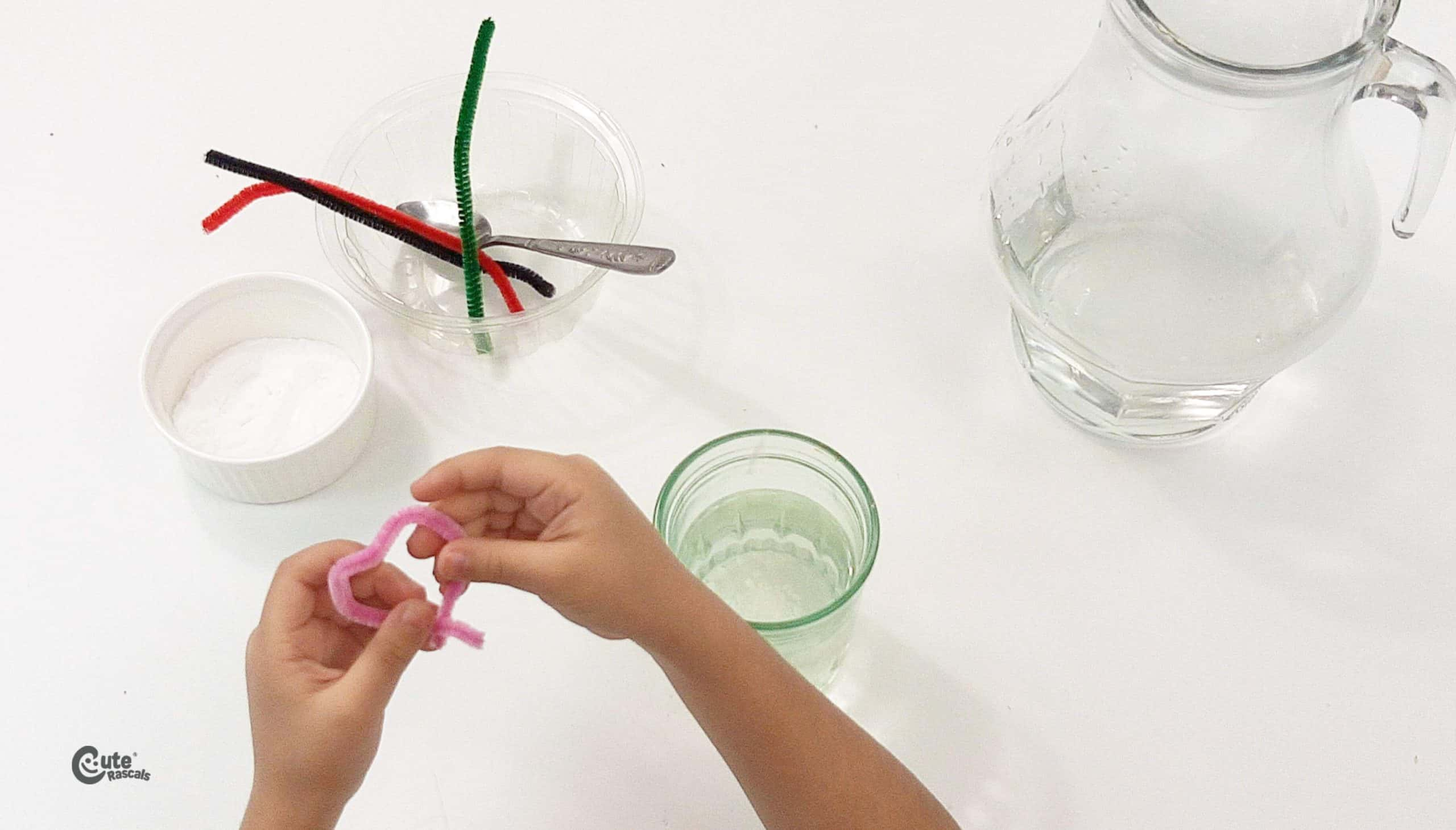 Make a chain of hearts with the pipe-cleaners